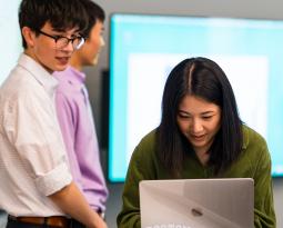 UW undergrads working on data visualization presentation